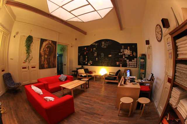 midland hostel common room