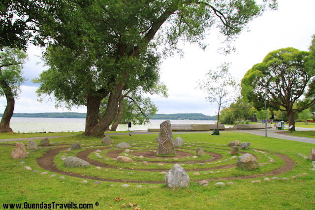 COSA VEDERE A SIGTUNA runic stone by the lake