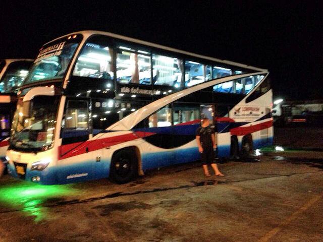 Viaggiare in autobus in Thai