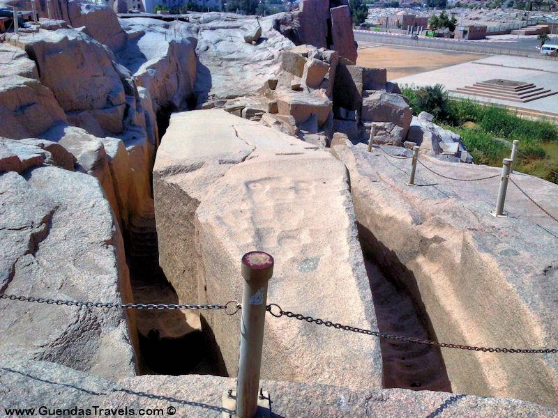osa vedere ad aswan obelisco granito